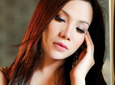 Sac mau Ho Quynh Huong hinh anh