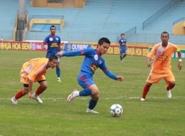 V-League 2010: 'Diem mat' nhung ke noi loan hinh anh