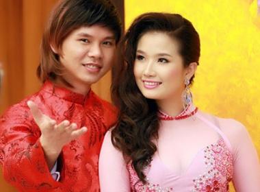 Phan Dinh Tung sanh vai hoa hau hinh anh