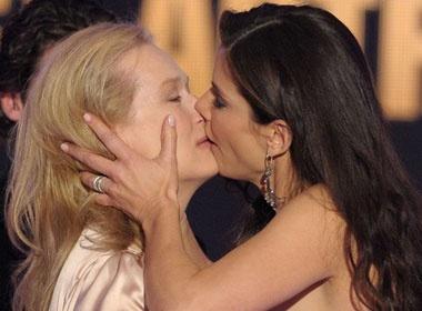 Sandra Bullock - Meryl Streep 'doa giet nhau' hinh anh