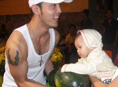 Ung Hoang Phuc don tet Nguyen tieu cung con gai hinh anh