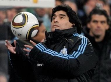 HLV Maradona hai long voi chien thang cua Argentina hinh anh