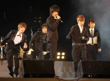 Super Junior toa sang tren san My Dinh hinh anh