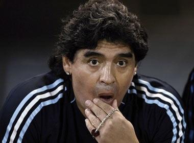 Maradona nhap vien khan cap vi bi cho can hinh anh
