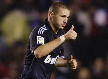 MU du dinh muon Benzema tu Real Madrid hinh anh