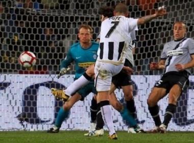 Thua be mat truoc Udinese, Juve lai tut xuong thu 7 hinh anh