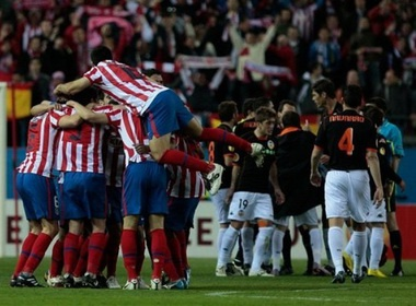Loai Valencia, Atletico tai ngo Liverpool o ban ket hinh anh