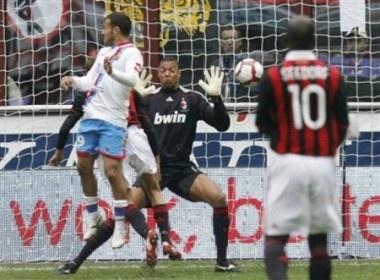 Milan bi Catania cam chan: Tam biet Scudetto! hinh anh