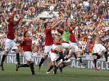 Vuot qua Atalanta, Roma soan ngoi cua Inter hinh anh