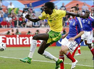 Emmanuel Adebayor gia tu doi tuyen quoc gia hinh anh