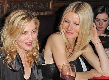 Madonna 'nghi choi' voi ban than? hinh anh