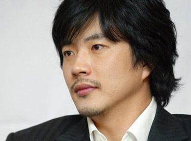 Kwon Sang Woo gay tai nan roi bo tron hinh anh
