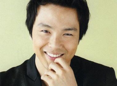 Park Yong Ha: Nu cuoi da tat hinh anh