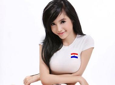 Hot girl Elly: 'Duoc nhan vai khong phai vi vong 1' hinh anh