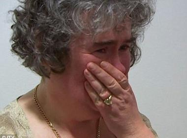 Susan Boyle bat khoc vi bi choi tu hinh anh