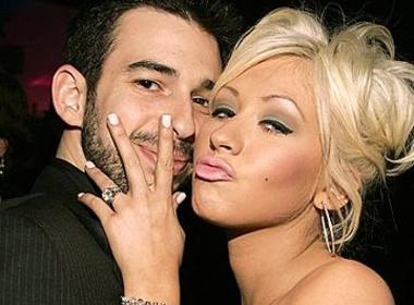 Christina Aguilera bat ngo tuyen bo ly than hinh anh