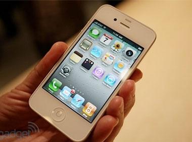 iPhone 4 mau trang lai bi hoan den dau nam 2011 hinh anh