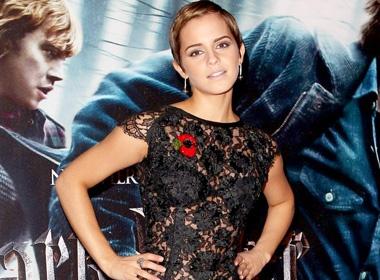 Emma Watson dien ao trong suot ra mat Harry Potter hinh anh