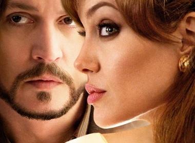 Angelina Jolie tinh tu ben Johnny Depp hinh anh