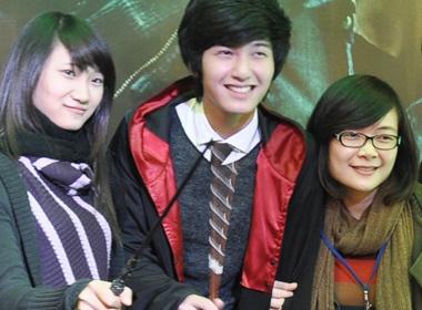 Hot boy Huynh Anh lam Harry Potter hinh anh