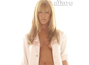 Jennifer Aniston khoe nguc tran tren tap chi hinh anh