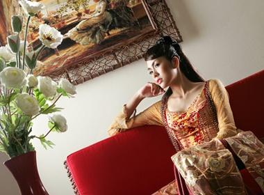 Ngam 'my nu trong tranh' Tang Thanh Ha hinh anh