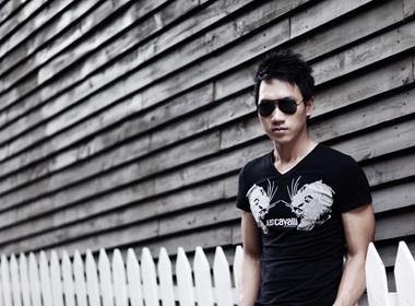Pham Thanh Vu khoe khoan trang phuc he hinh anh