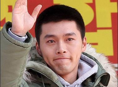 Hyun Bin roi nuoc mat ngay nhap ngu hinh anh
