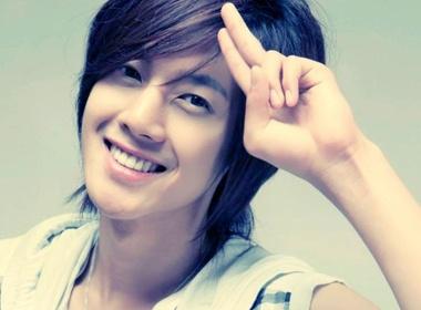 Be gai 18 thang tuoi me met Kim Hyun Joong? hinh anh