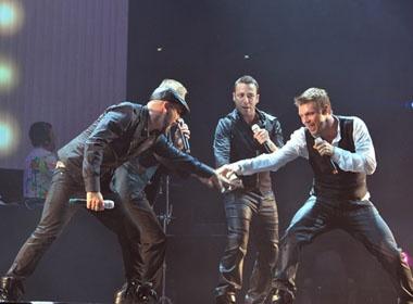 Backstreet Boys 'do mo hoi' cung fan Sai thanh hinh anh
