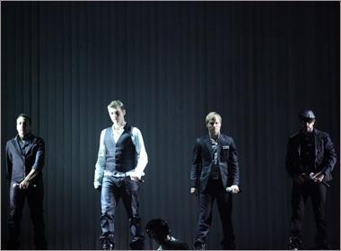 Backstreet Boys ket thuc 'This Is Us' ngay tai Ha Noi hinh anh