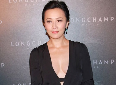 Luu Gia Linh khoe vong 1 voi ao khoet sau hinh anh