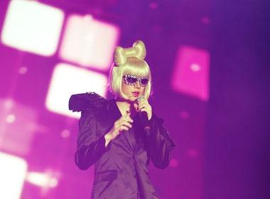 Lady Gaga xuat hien tren san khau Super Show 3? hinh anh