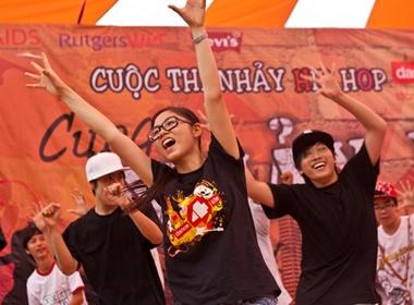 Teen Hung Vuong dan dau 'Nhay mua vi cuoc song' hinh anh