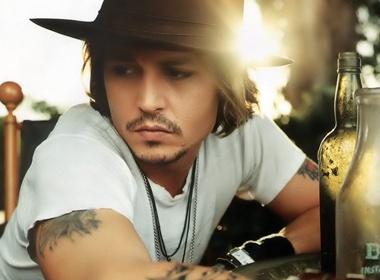 Nguoi tinh 'phat dien' vi mu cua Johnny Depp hinh anh