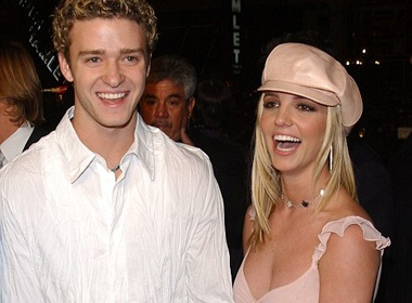 Britney Spears 10 nam khong tro chuyen cung tinh dau hinh anh