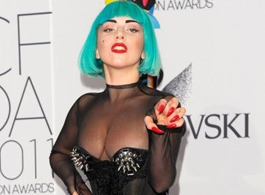 Lady Gaga gay soc cung toc xanh la cay hinh anh