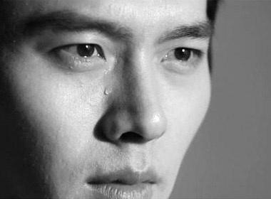 Hyun Bin roi nuoc mat trong bo anh chua cong bo hinh anh