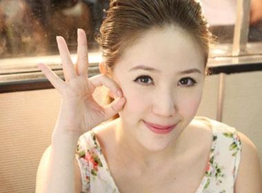 Ngam Bao Thy xinh tuoi o Thai Lan hinh anh