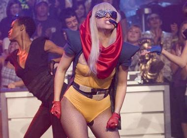 Lady Gaga sap tan cong lang thoi trang hinh anh