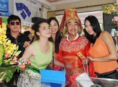 Phi Thanh Van 'be' bung bau di lam dep hinh anh