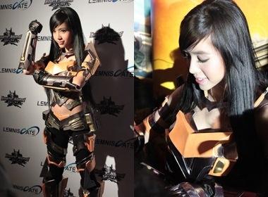 Elly Tran mac do cosplay o Thai Lan hinh anh