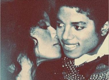Em gai Michael Jackson tung bi chong cu 'rao ban' hinh anh