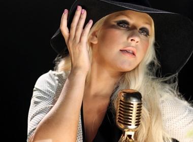 Christina Aguilera goi cam trong clip moi hinh anh