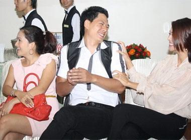 Binh Minh than mat voi Thanh Hang truoc mat ba xa hinh anh