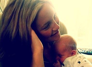 Lo dien con trai so sinh cua Kate Hudson hinh anh