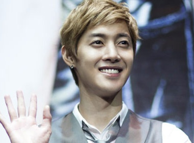 Kim Hyun Joong quyen 100.000 USD lam tu thien hinh anh