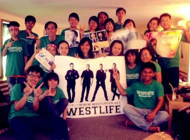 Fan hai mien Nam - Bac nhay flashmob don Westlife hinh anh
