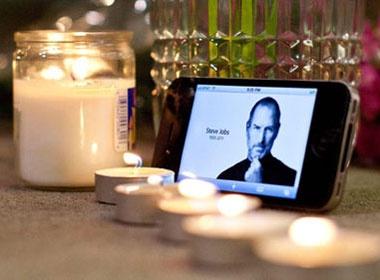 Hoa va nen tuong niem 'tuong dai' Steve Jobs hinh anh