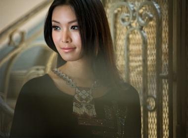Hoa hau Thuy Dung: 'Vuong mien doat mat su binh yen' hinh anh